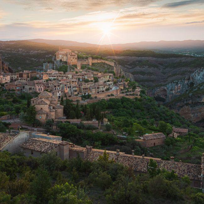 Lever de soleil sur le village d'Alquezar (Espagne)