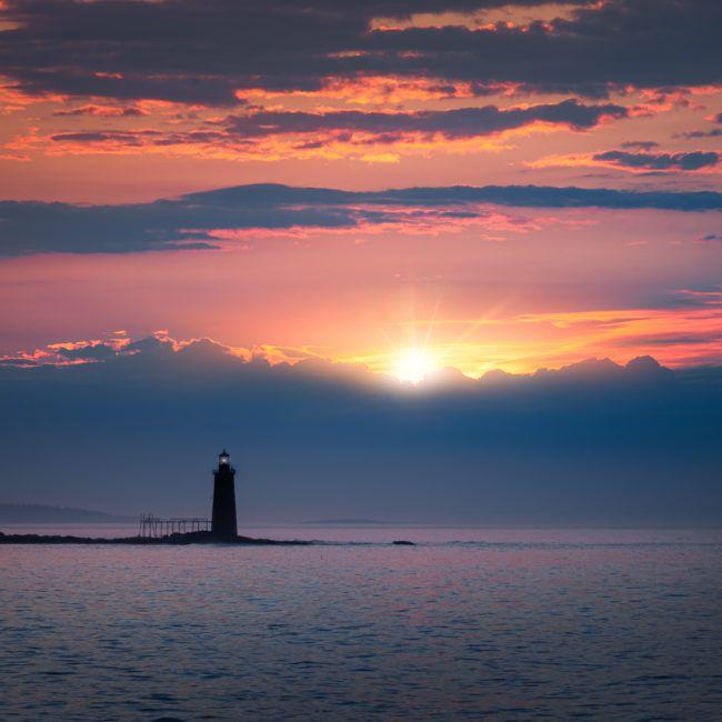 Lever de soleil sur le phare de Ram island (Maine)
