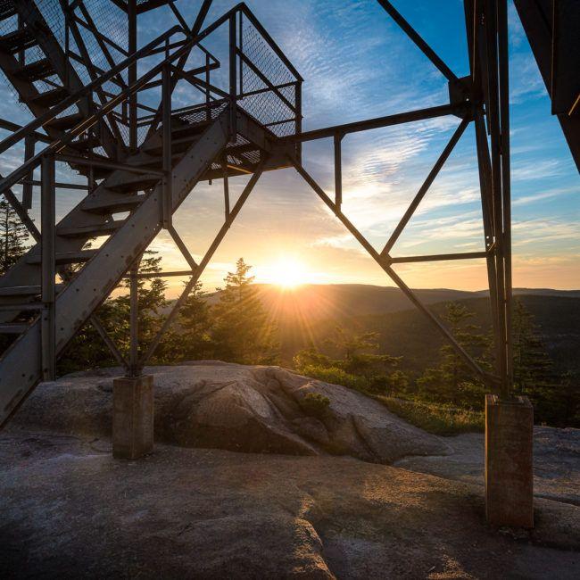 Lever de soleil au dessus du mont Cadillac dans le parc national d'Acadia Maine)